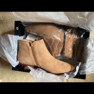 NWT Suede Naturalizer bootie! Smoke free home!